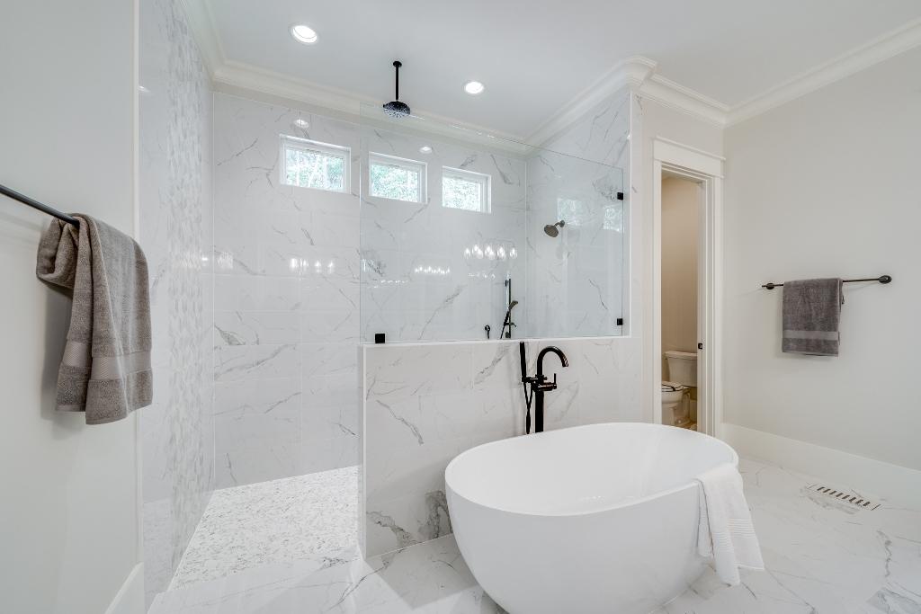 The Malibu | Master Bathroom