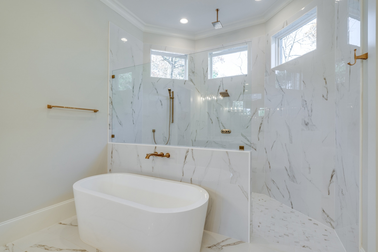 The Gastonbury | Master Bathroom