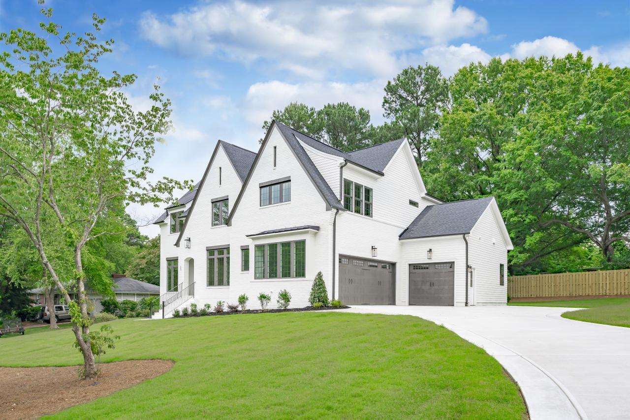 The Silver Oak   Exterior