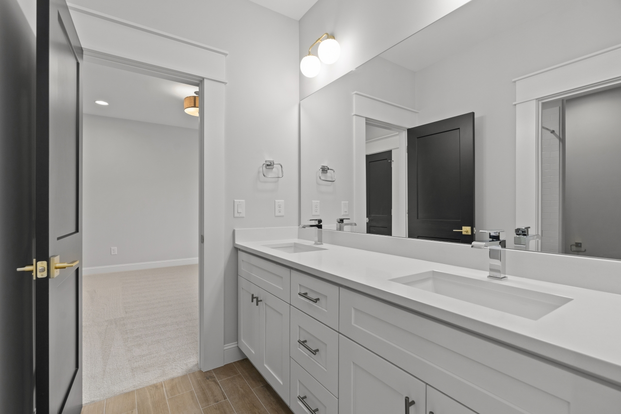 The Silver Oak | Bathroom