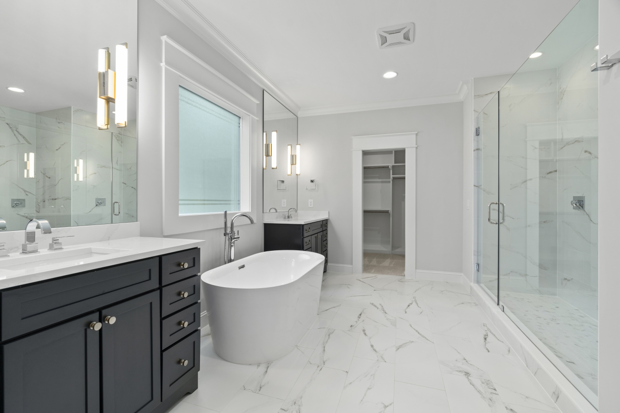 The Silver Oak | Master Bathroom