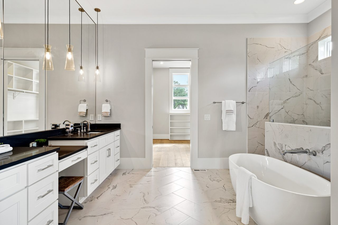 The Palisades | Master Bathroom
