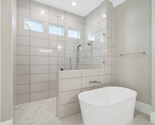 The Edinburgh | Master Bathroom