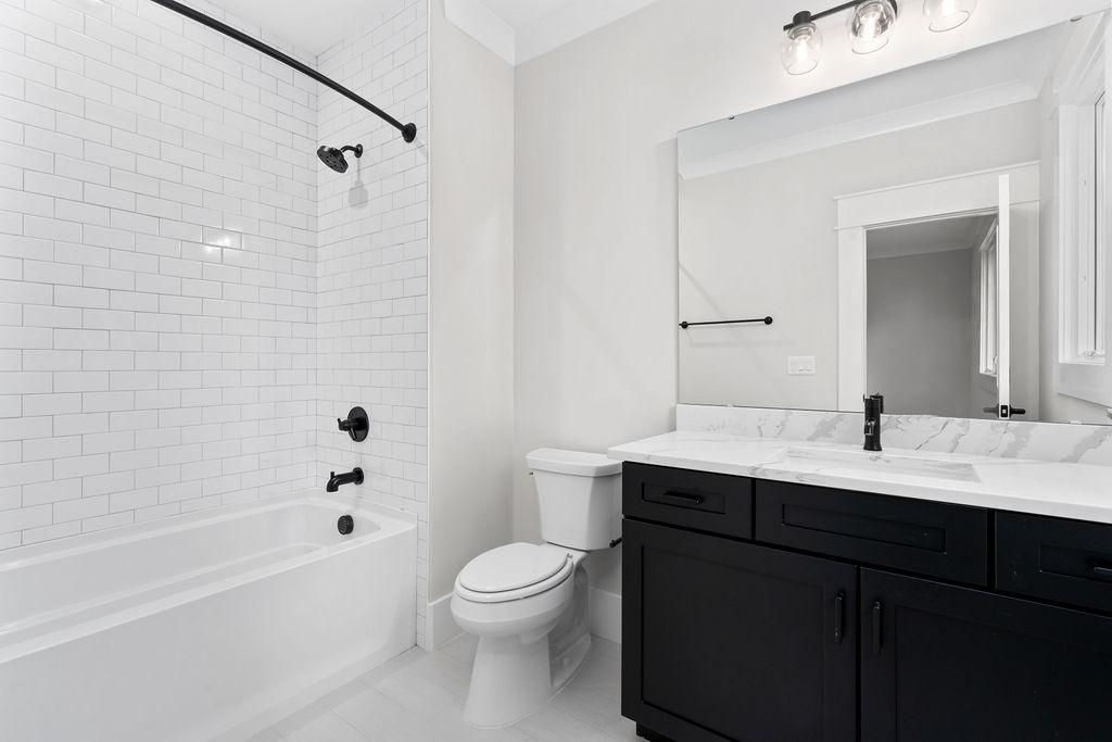 The Montserrat | Bathroom